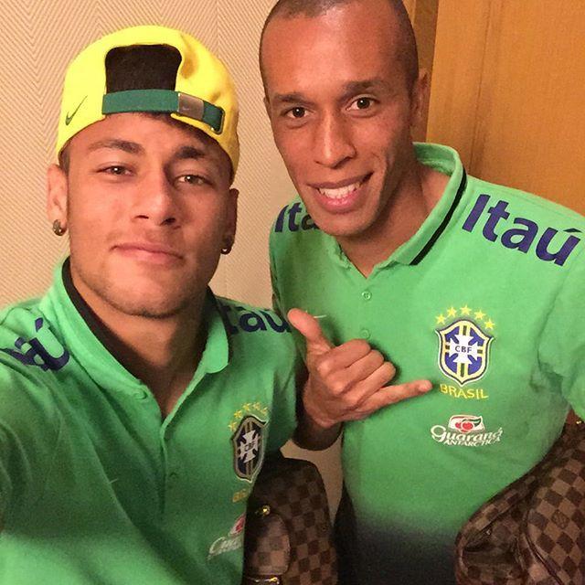 "07.09.2015 Neymar & Miranda #repost #instagram @neymarjr ""Parabéns guerreiro !!! Muitas felicidades e aquele blá blá blá todo … Noixxxxx @miranda023 """