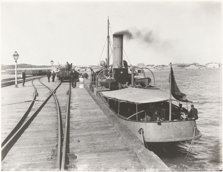 BA1271/342: Steamboat Penguin moored alongside the jetty at Geraldton, 1920 http://encore.slwa.wa.gov.au/iii/encore/record/C__Rb2109047?lang=eng