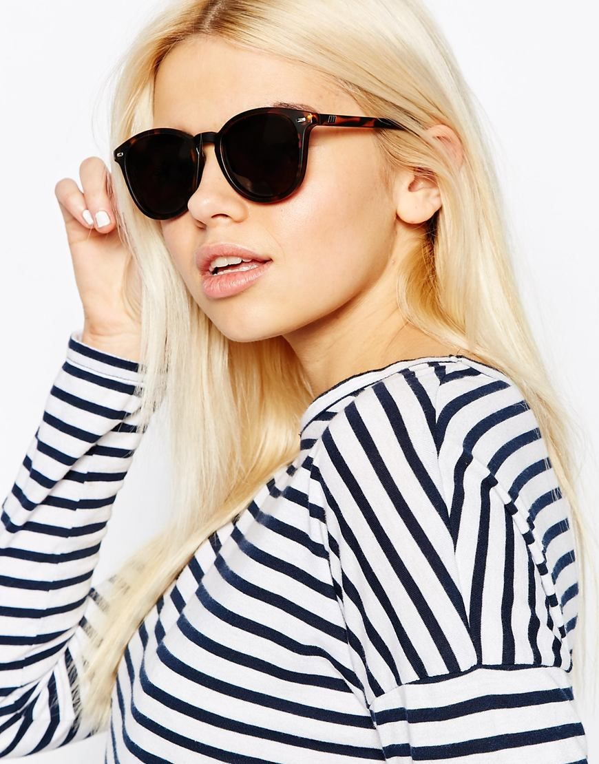 0494a0a60b Image 3 of Le Specs Bandwagon Round Sunglasses in Tort