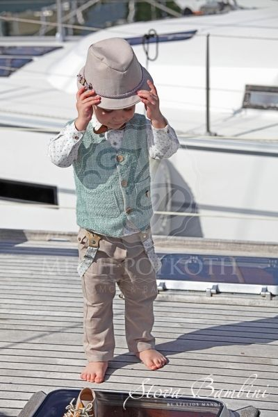 Βαπτιστικά ρούχα για αγόρι της Stova Bambini μοντέρνο σετ με μπεζ παντελόνι  και υπέροχο γιλέκο στο χρώμα της μέντας daa14e4ab2b