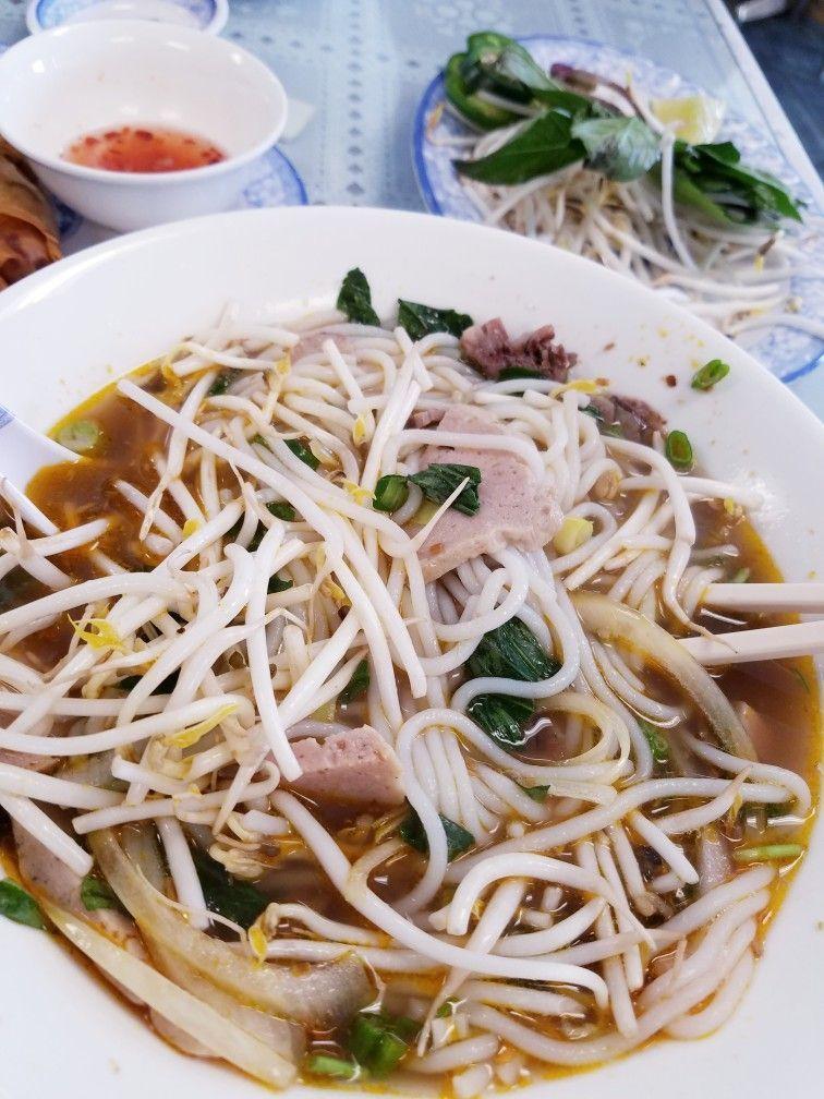 Vietnamese Beef Noodle Soup Bon Bo Hue Pho Nguyen Lincoln Ne Malvina Vietnameserecipes Malvina Vi In 2020 Beef And Noodles Beef Noodle Soup Easy Vietnamese Recipes