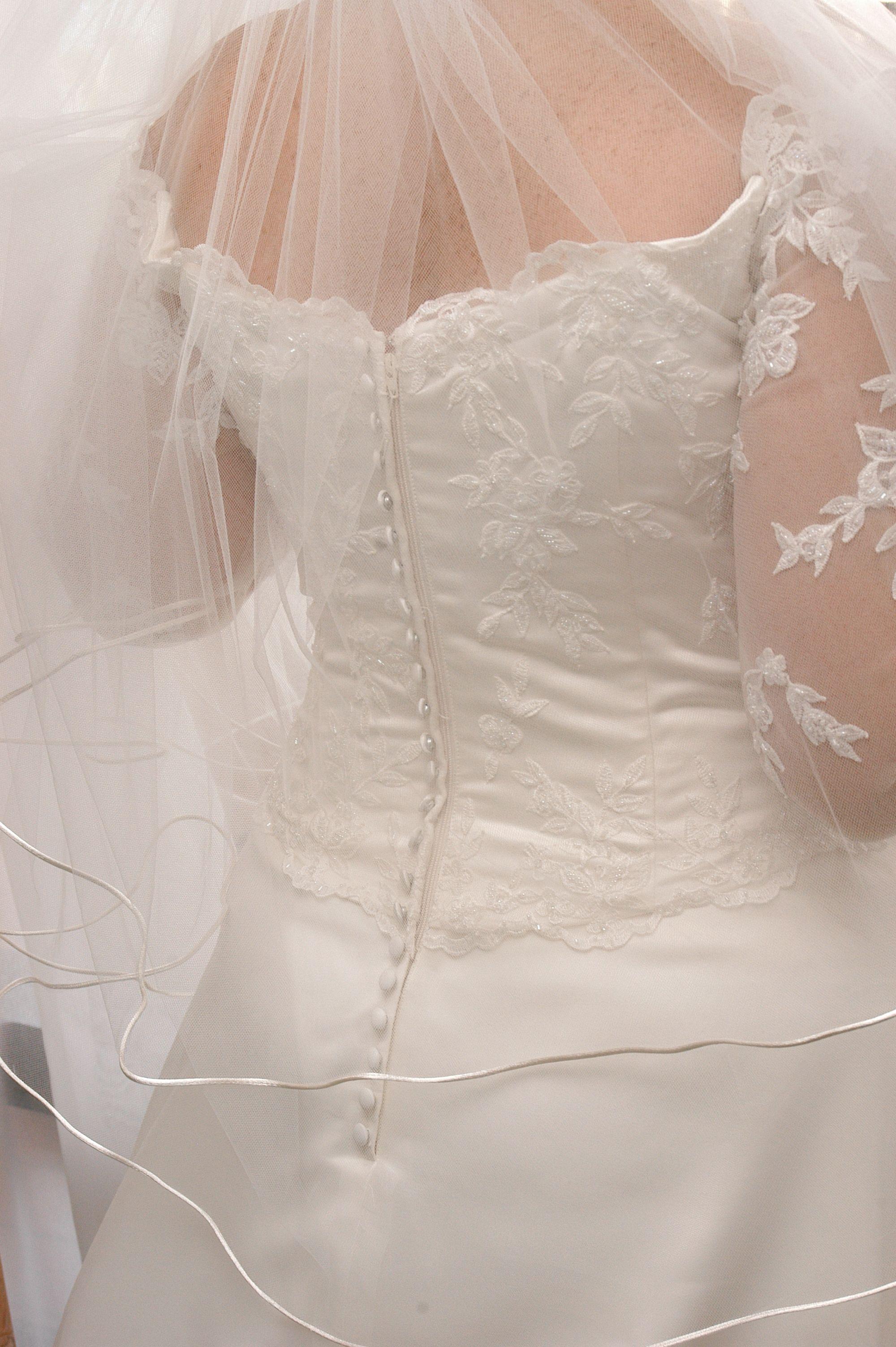 Wedding dresses under $300  Other  Size   Used Wedding Dresses  Wedding Planning