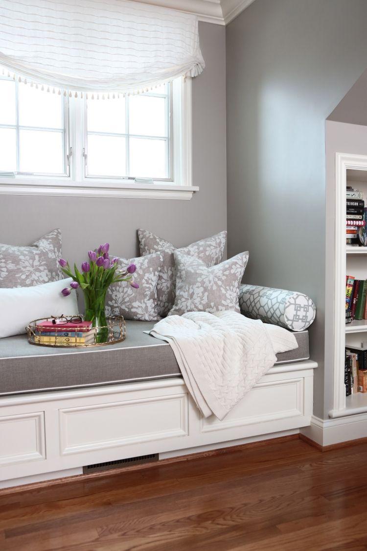gem tliche sitzbank am fenster helle leseecke einrichten a in 2019 pinterest. Black Bedroom Furniture Sets. Home Design Ideas