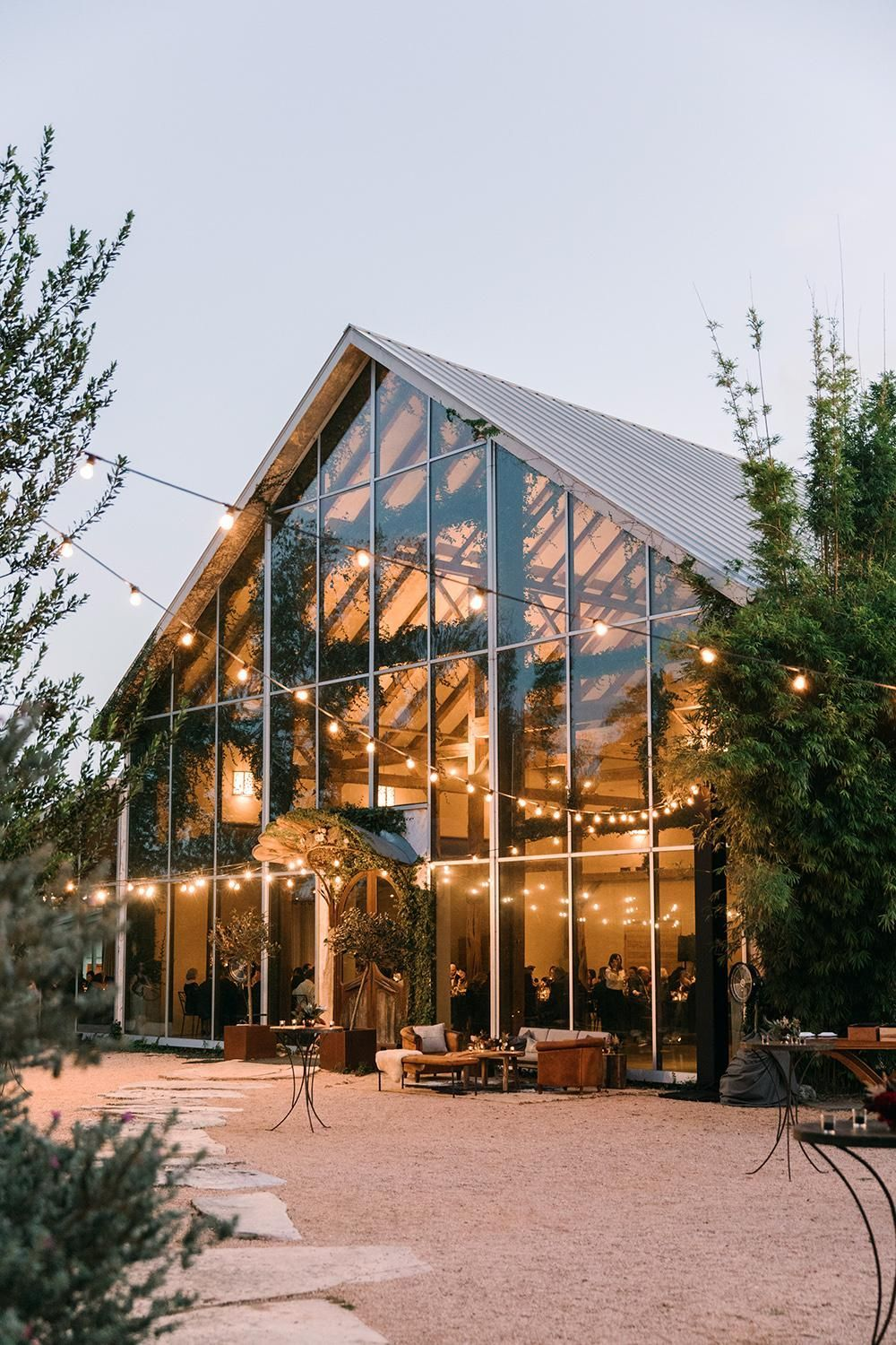 Planning A Rustic Wedding Check Out These Gorgeous Barn Wedding Venues Wedding Venues Texas Barn Wedding Venue Outdoor Wedding Venues