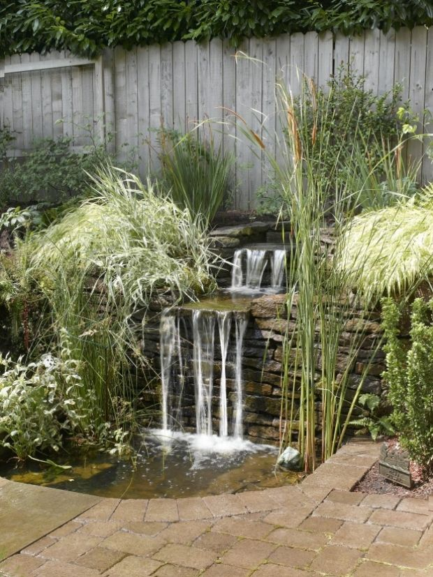 angelegte Wasserläufe-wasserfall effekt mit natürlichen-steinen - wasserfall garten wand