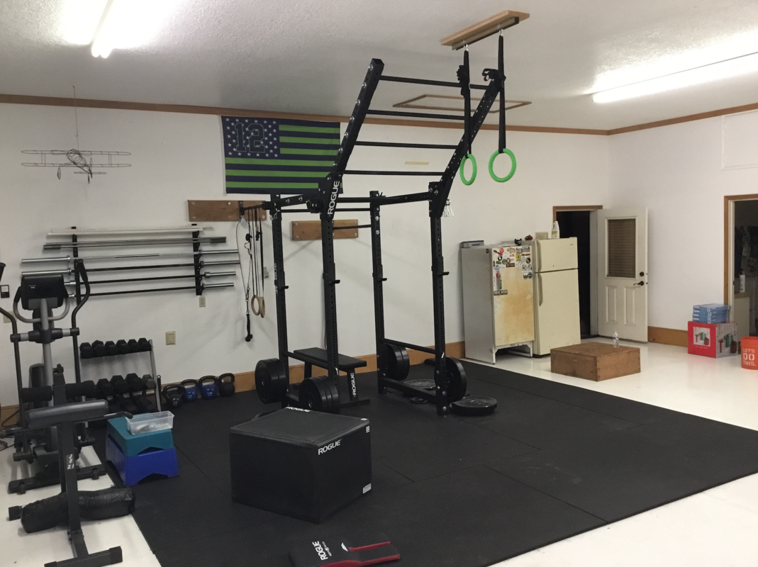 Flying pull up bar set home gym inspiration