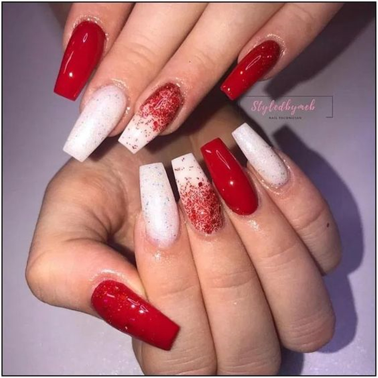 50 Trendy Winter Red Coffin Nail Designs For The Christmas And New Year Page 44 Of 50 Women Fashion Lifestyle Blog Shinecoco Com In 2020 Christmas Nails Coffin Nails Designs Red Acrylic Nails