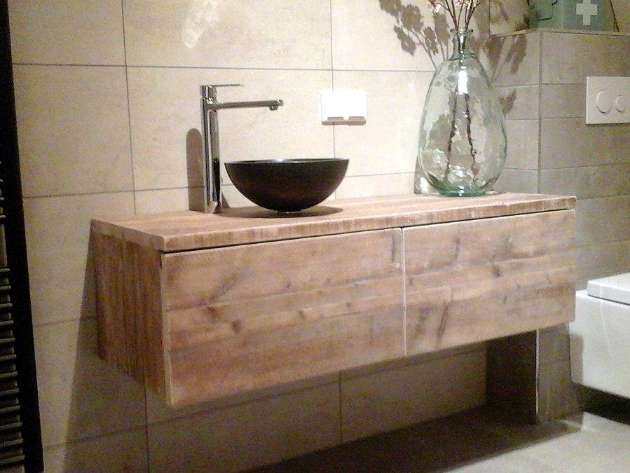 Zwevend badkamermeubel van steigerhout met 2 laden eenvoudig maar