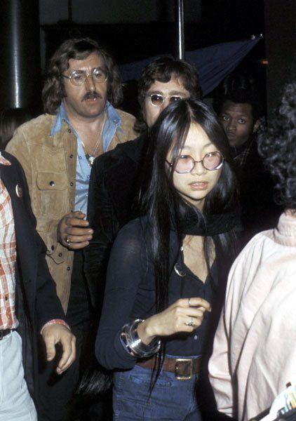 Mal Evans May Pang Bramwell Klein Yoko And Brian John Lennon The Beatles John Lennon Beatles
