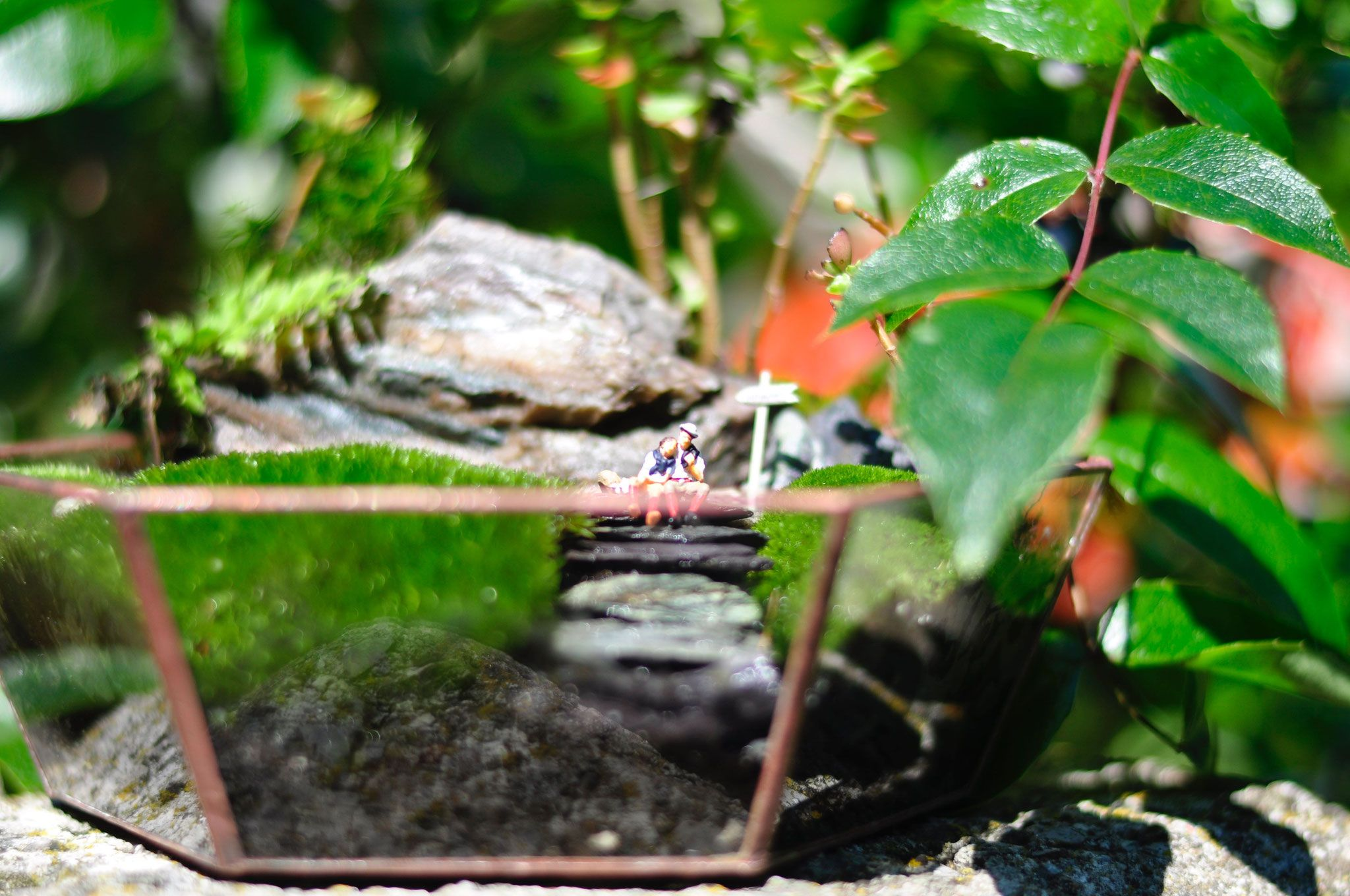 Geometric glass terrarium WANDERLUST with tiny people #Upcycling  #moss  #stained glass #succulents #outdoorlovers #hiking