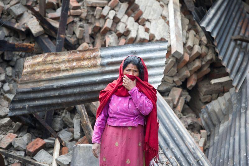 Die Menschen in #Nepal stehen vor dem Nichts. #Help - Hilfe zur Selbsthilfe hat ein Nothilfeteam in die Region ensannt, um den #Wiederaufbau möglichst schnell einzuleiten. Foto:Aktion Deutschland Hilft/Schamberger