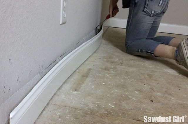 Remove Baseboard With The Trim Puller Renovating 101