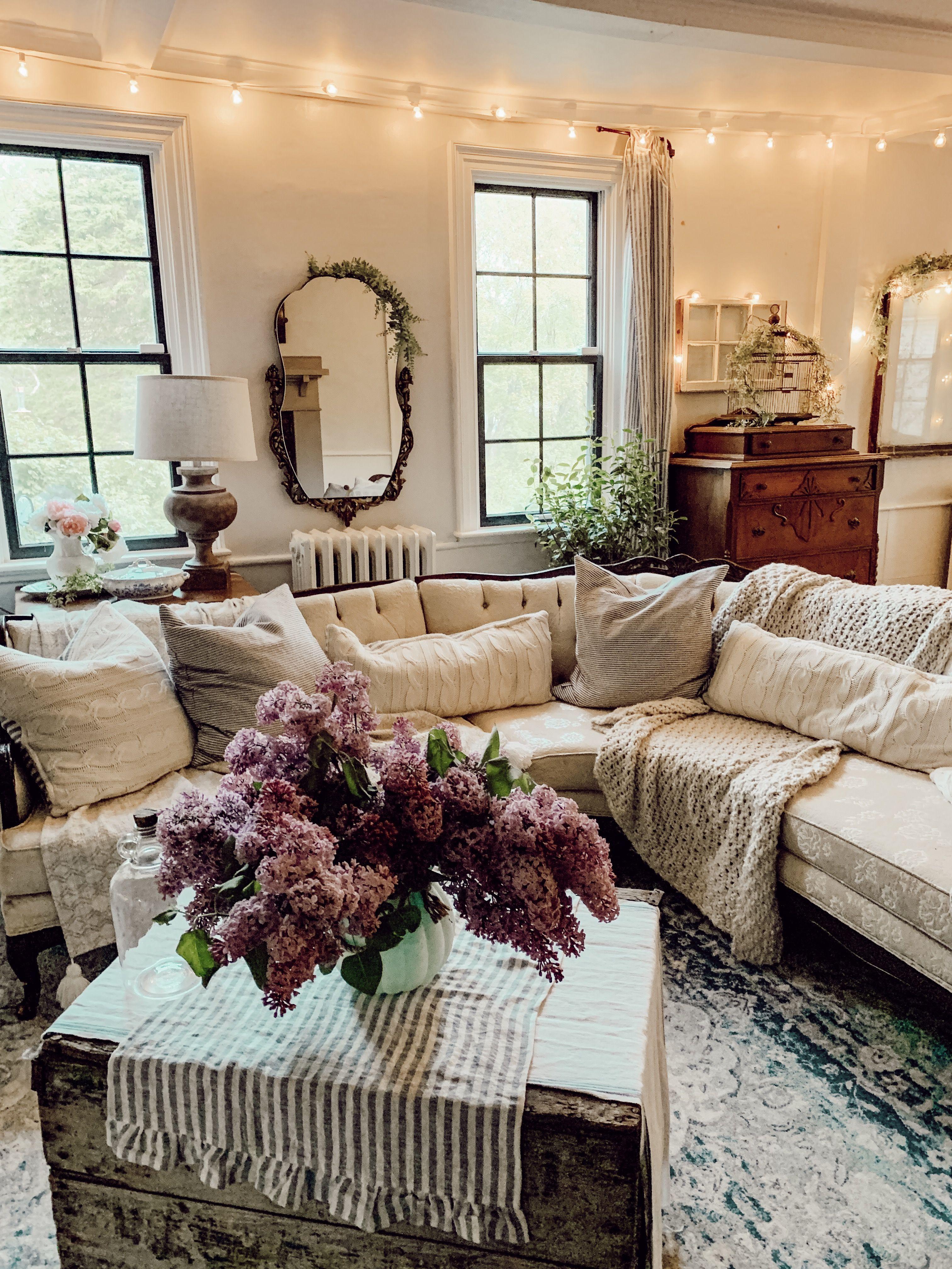 Cozy Vintage Rustic Farmhouse Living Room Farm House Living Room Antique Living Rooms Cottage Chic Living Room