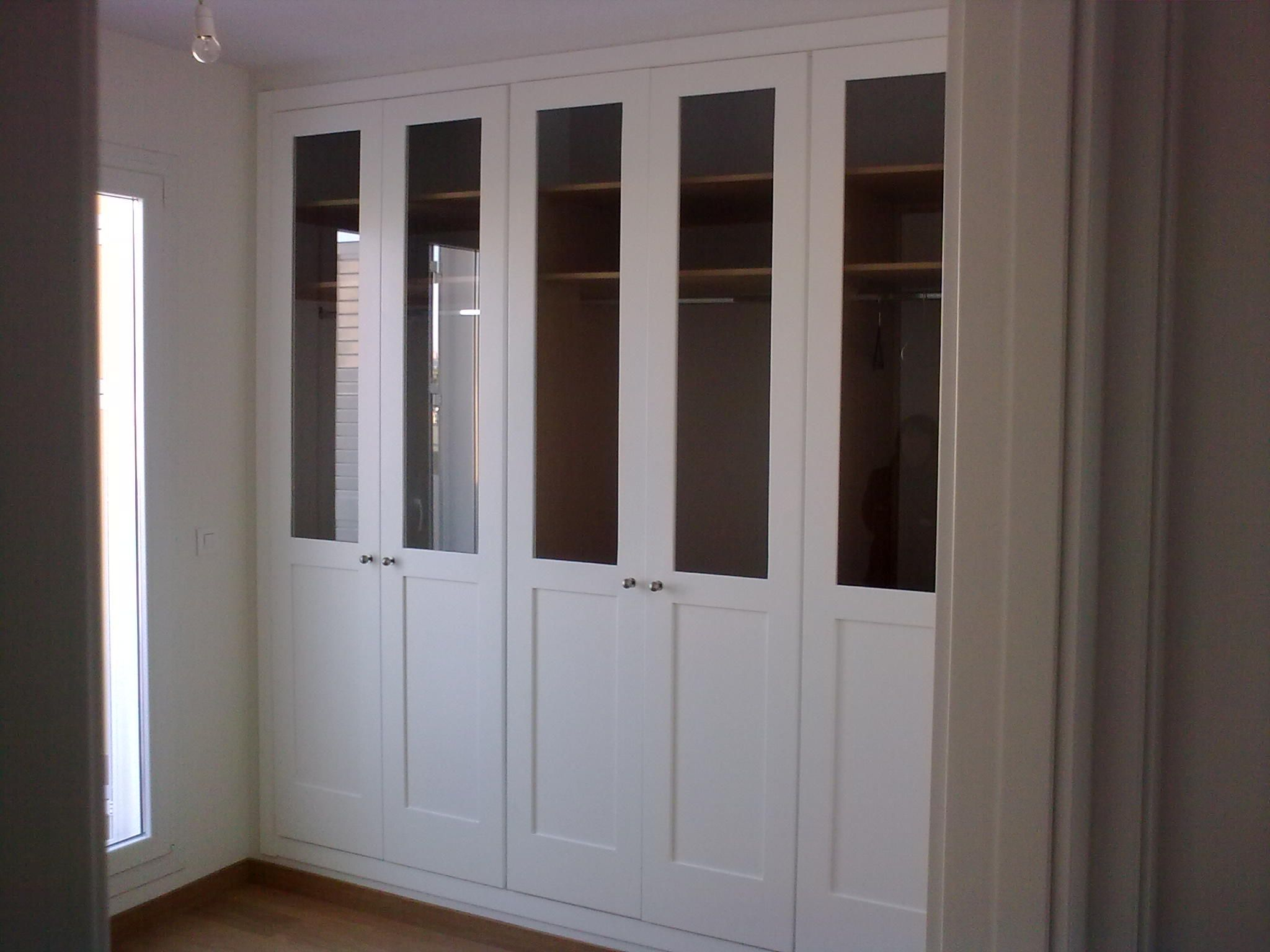 Armario de cazoleta con cristal armarios de puertas - Armarios con puertas abatibles ...