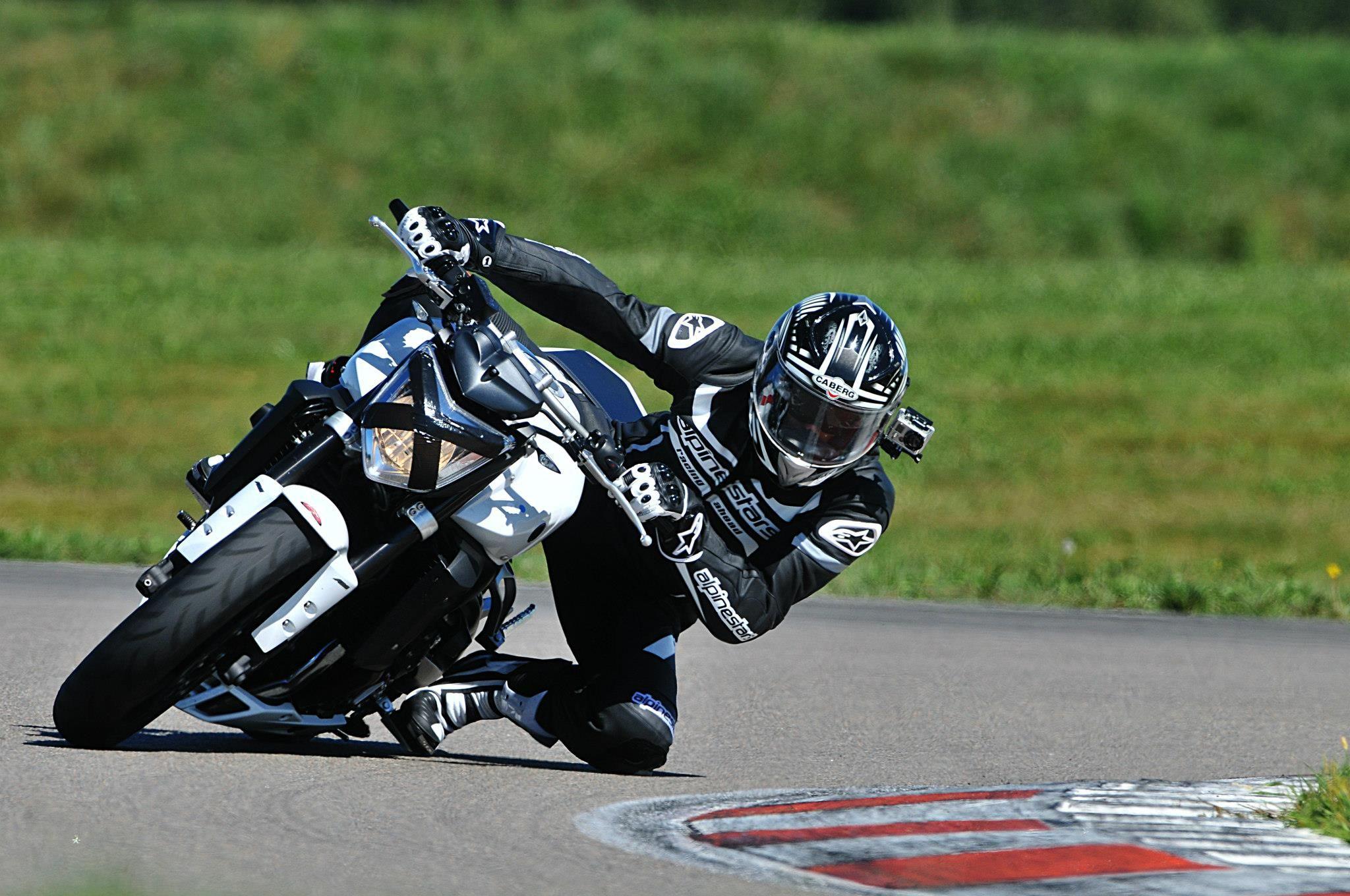 Bresse Race Track on Faya Yamaha Fz1 N ABS Alpinstars / Rizoma / Kellerman / Mivv Suono