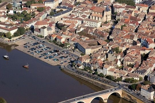 Dans Le Perigord Sur La Dordogne Bergerac Est Une Ville Celebre