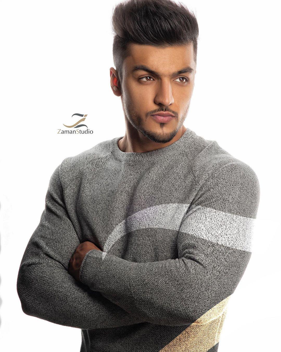 تصوير المتقدمين للي تم اختيارهم للمودل الرجال ولفتنس في شهر يناير و فبراير Fitness Fit Workouts Fitnessmo Men Sweater Fashion Sweaters