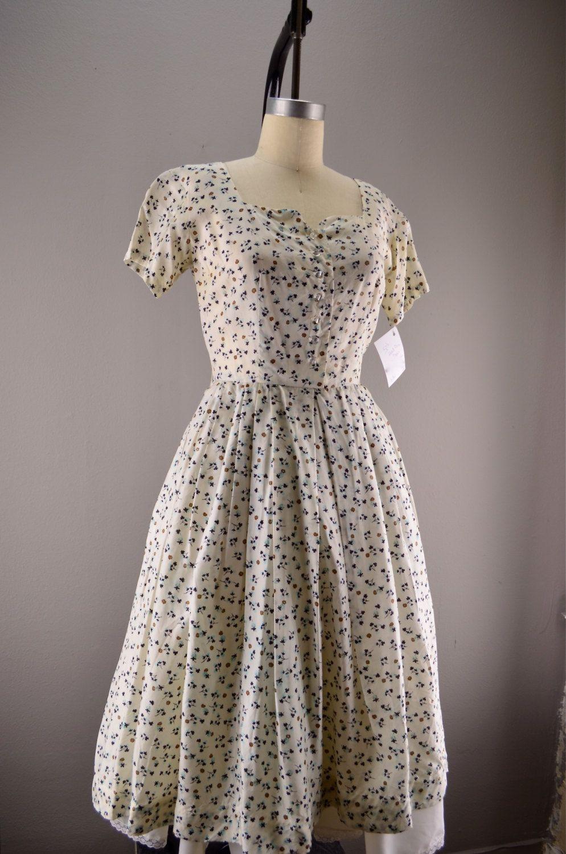 1950s Floral Dress Vintage Day Dress 50s House Wife White Summer Flower Print Size Medium Vintage Summer Dresses Vintage Dress Patterns Housewife Dress [ 1500 x 994 Pixel ]
