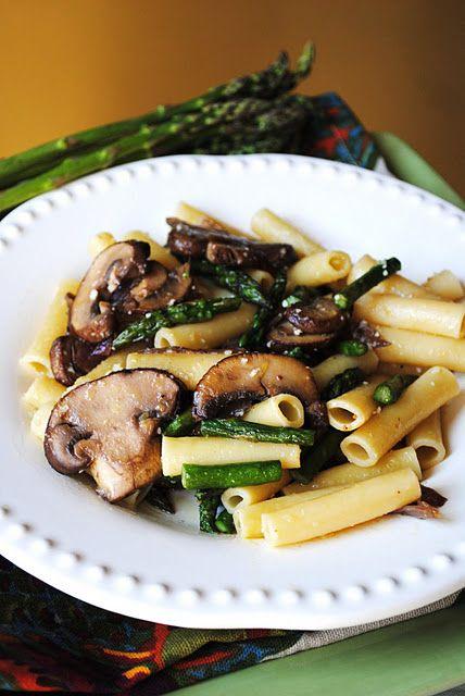 Lemon pasta with asparagus and mushrooms.