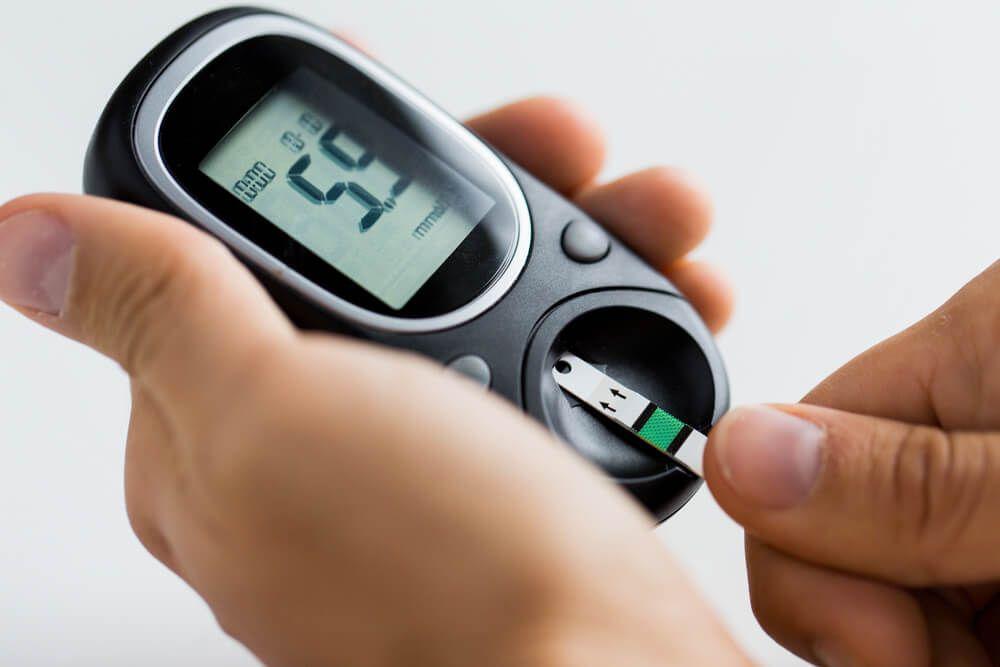 causas de altos niveles de azucar en la sangre