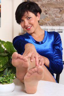 Nylon feet thumbs