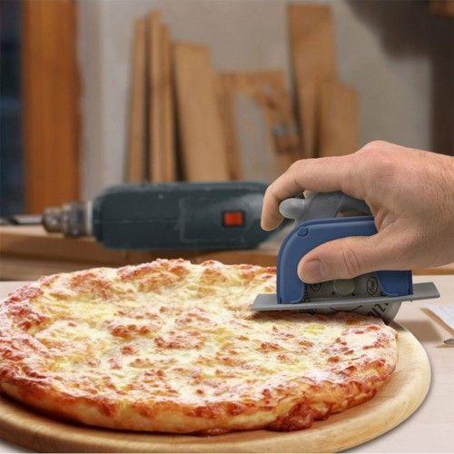 Der Pizzaschneider in Kreissägenform für Pizzafans und echte Handwerker. Damit legt jeder Mann auch in der Küche mal Hand an. Werkzeug für echte Männer.