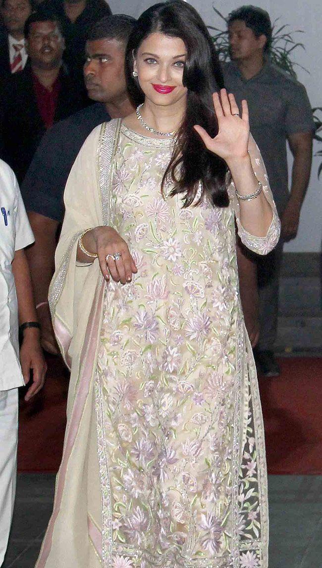 Aishwarya Rai Bachchan Looked Beautiful In A Salwar Kameez At Shirin