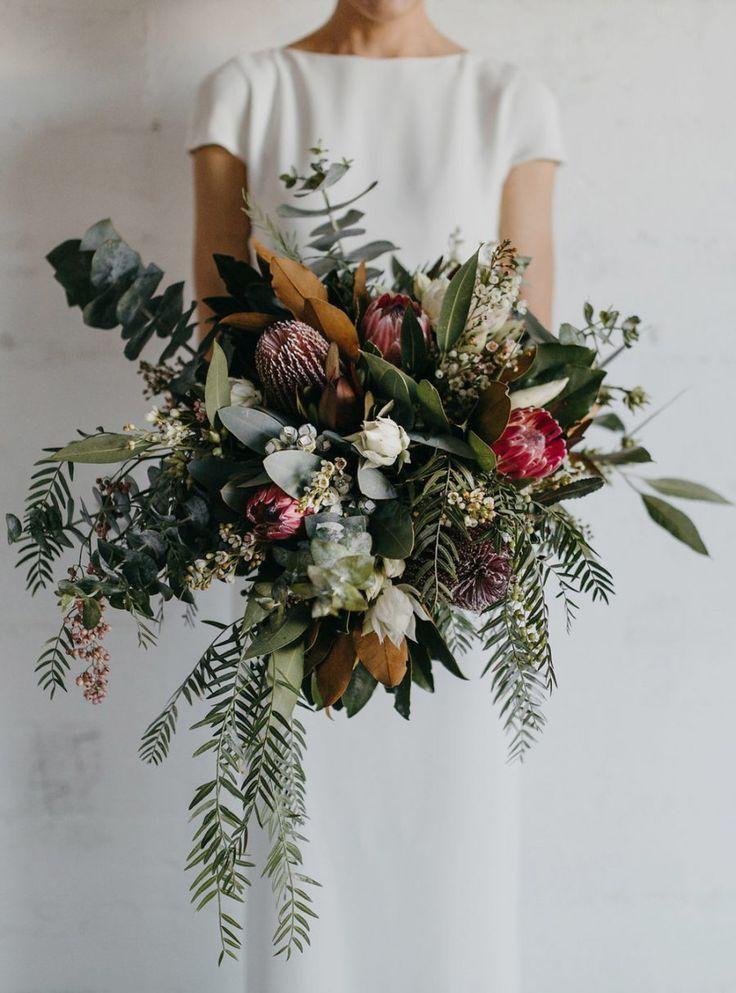 verrücktes wildes Bouquet mit viel Grün und Königsprotea. Toller Strauß für ...   - WEDDINGS - #Bouquet #für #Grün #Königsprotea #mit #Strauß #Toller #und #verrücktes #viel #Weddings #wildes #flowerbouquetwedding