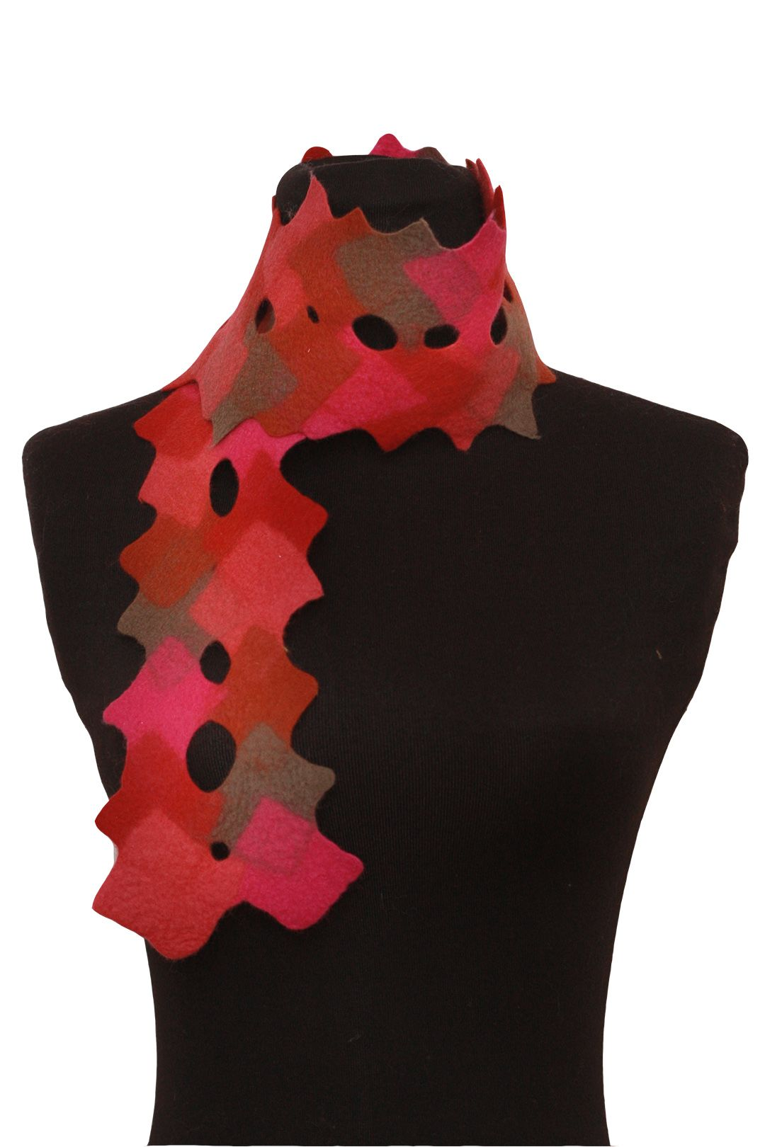 DIAMONDTAIL SCARF INCLUDES : Prefelt & Step-by-Step instructions.  This kit makes a great scarf for early fall. Perfect for a cool autumn day at a harvest festival before the frigid winter winds come. 4 color varieties.