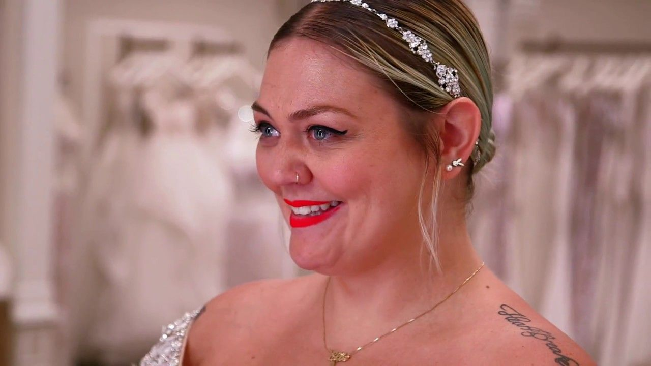 Elle King Says Yes to Her Dress I loved her reaction! I got teary ...