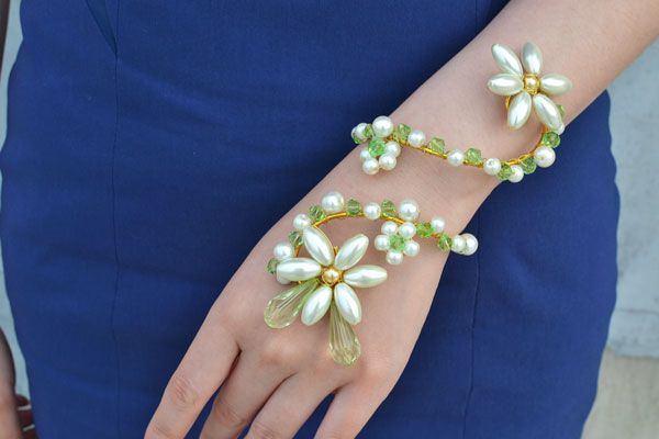 final look of the wire wrap flower around bracelet