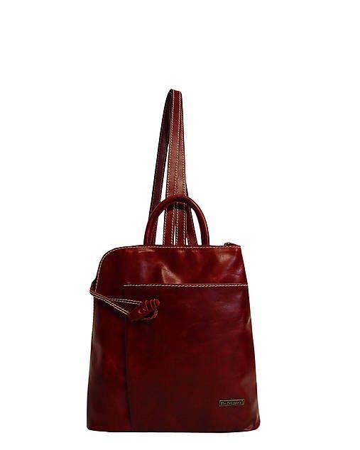 """Kožený ruksak Miriam """"Bordový"""" Ruksak je z pravej kože v krásnej bordovej koži. Uzatvára sa na zips a na prednej strane ma veľké vrecko. Vo vnútri aj na zadnej strane má tiež vrecká na zips. Podšívka je z kvalitného materiálu. Má dva držiaky, ktoré sú dĺžkovo reguľovatelné a menší držiak do ruky. Veľkosť:26.5 x 29.5 x 9 cm"""