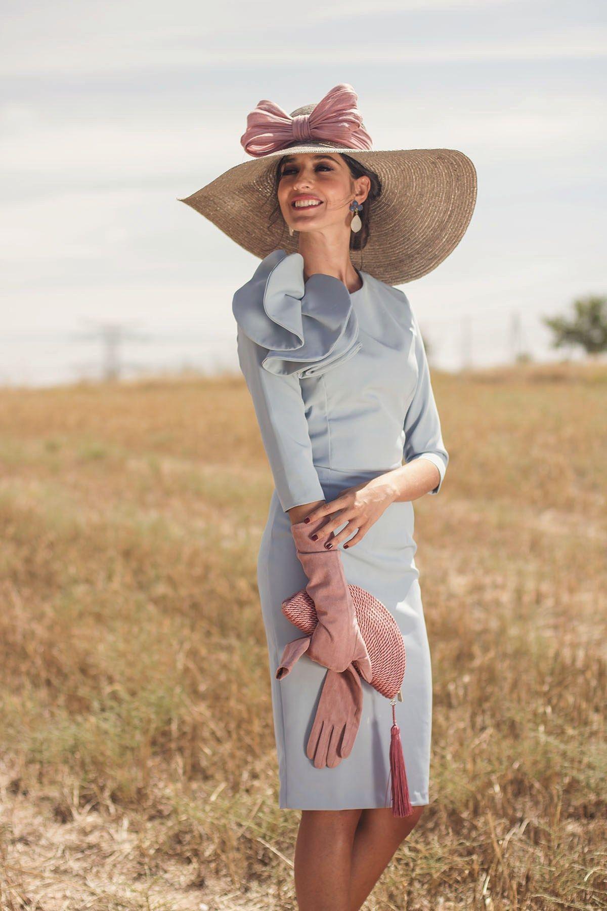 6cb7334a0 Look invitada boda día mañana vestido azul pamela guantes | vestidos ...