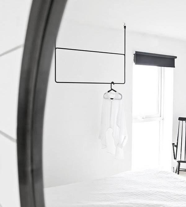 Wenn dein Interior mehr als modern angehaucht ist, dann gehört diese Garderobe definitiv dazu. Hängend an der Decke ... Mehr dazu lesen: http://sturbock.me/zum-aufhaengen/