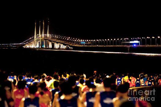 Marathon at dawn