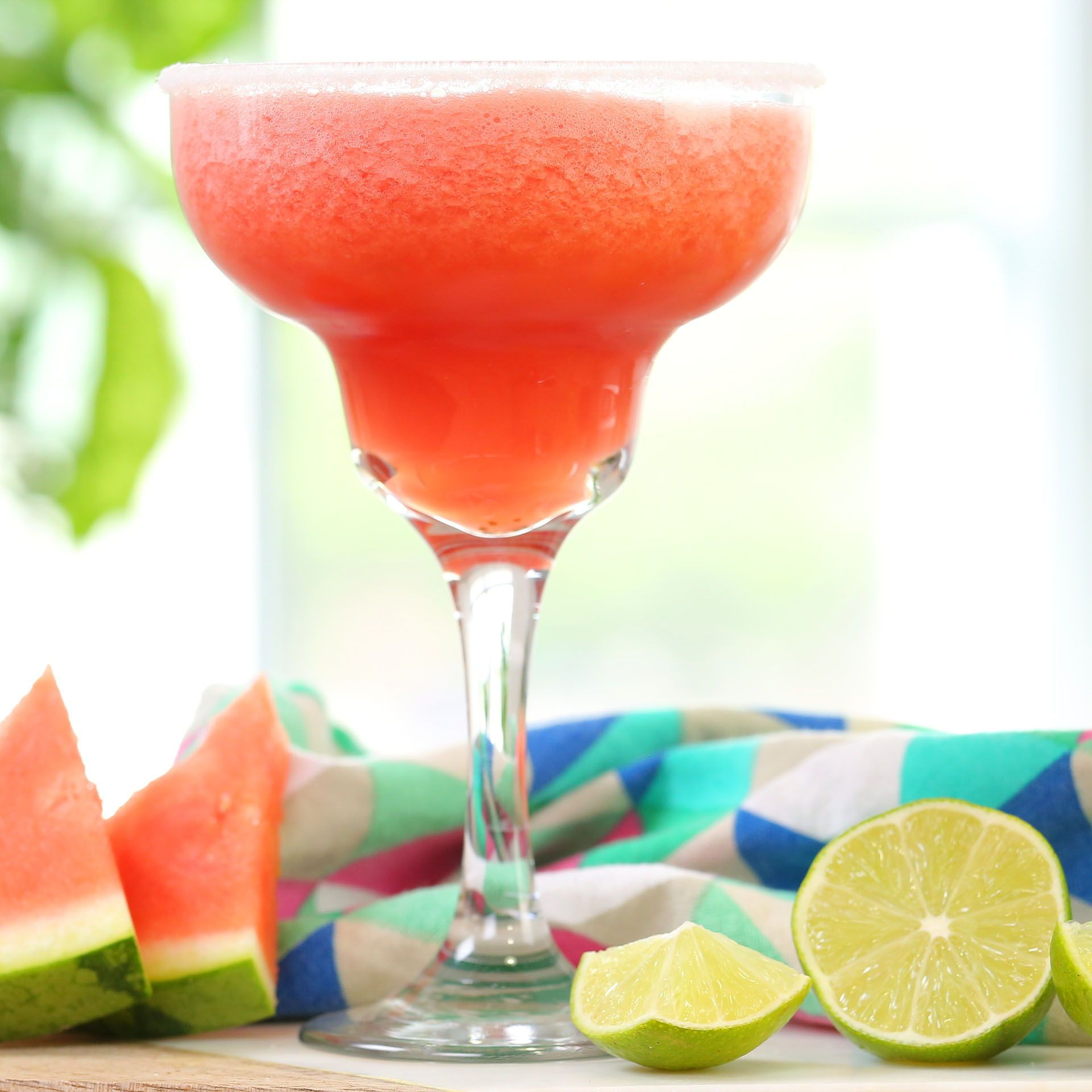 This Watermelon Margarita Is So Easy To Make And Is My New Go To Summer Drink With Images Easy Summer Cocktails Easy Food To Make Summer Cocktails