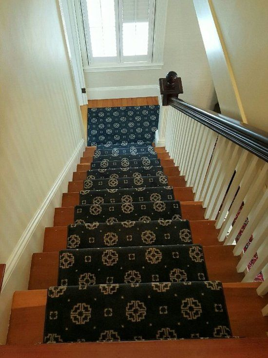 Best Love This Patterned Stair Runner The Navy Blue Over The 400 x 300