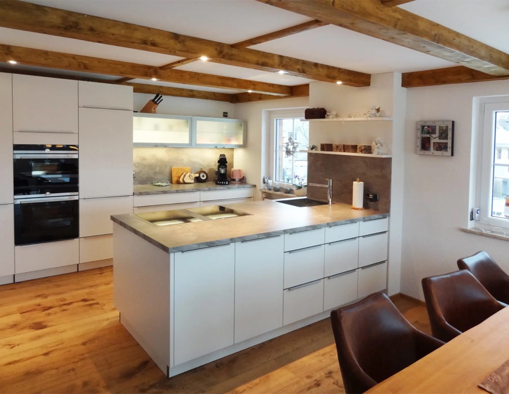Photo of Küche in matt weiß lackiert moderne küchen von herpich & rud