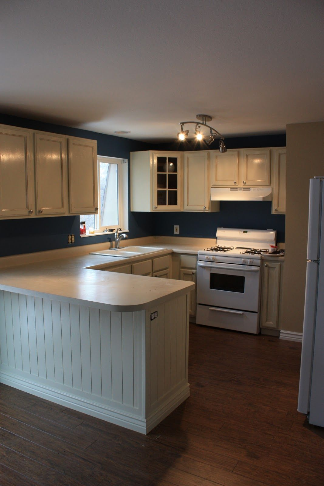 Maybe i should have done blue for the kitchen walls decorating