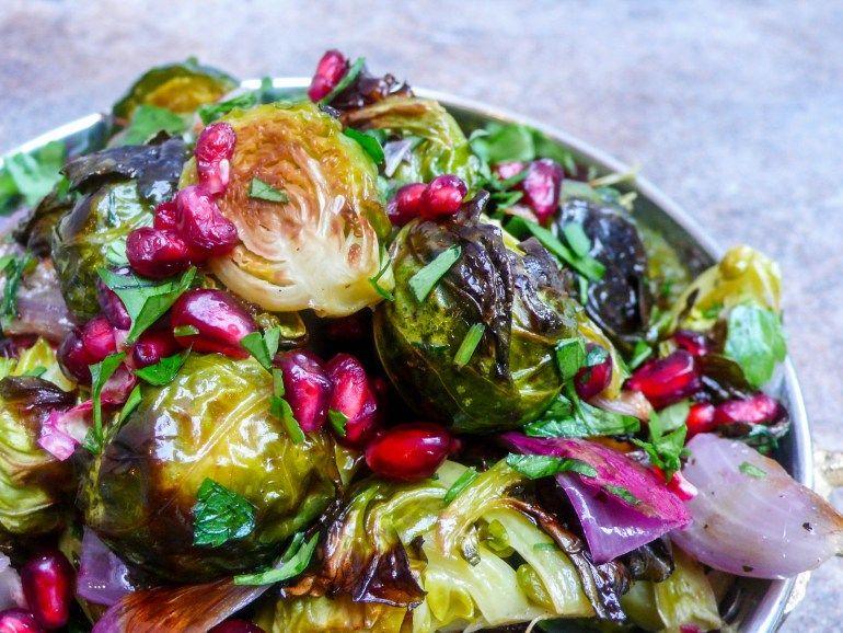 Rosenkål- og granateplesalat – Et kjøkken i Istanbul