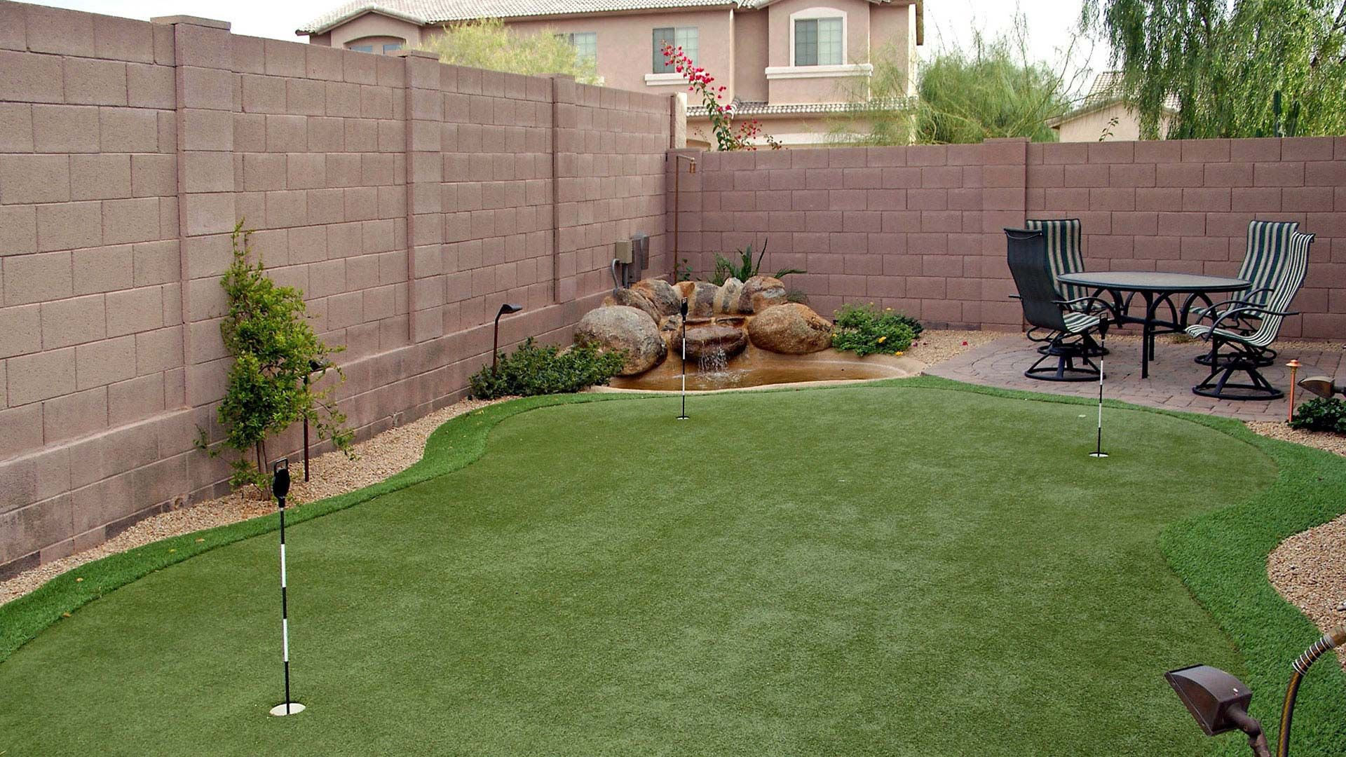 Custom Putting Greens for Your Backyard Using Artificial