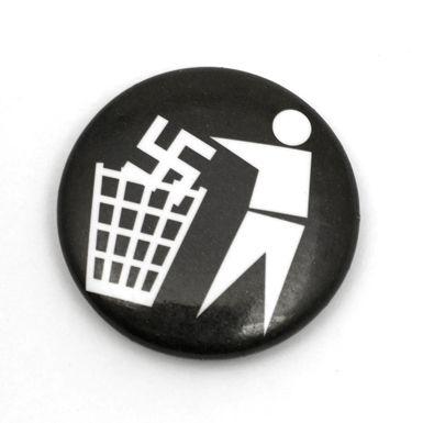 Gegen Nazis pin badge