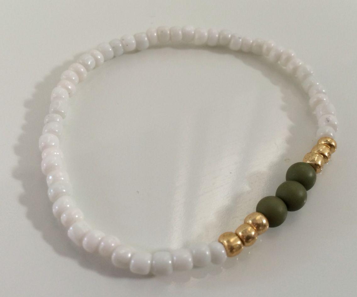 NEW | Army Green collectie | wit met goud en army green hippe armband | bestel deze of kom hem ophalen voor € 4,00 per stuk #marblesmusthaves #handmade #armbanden #armcandy #wit #goud #armygreen #newcollectie #loveit