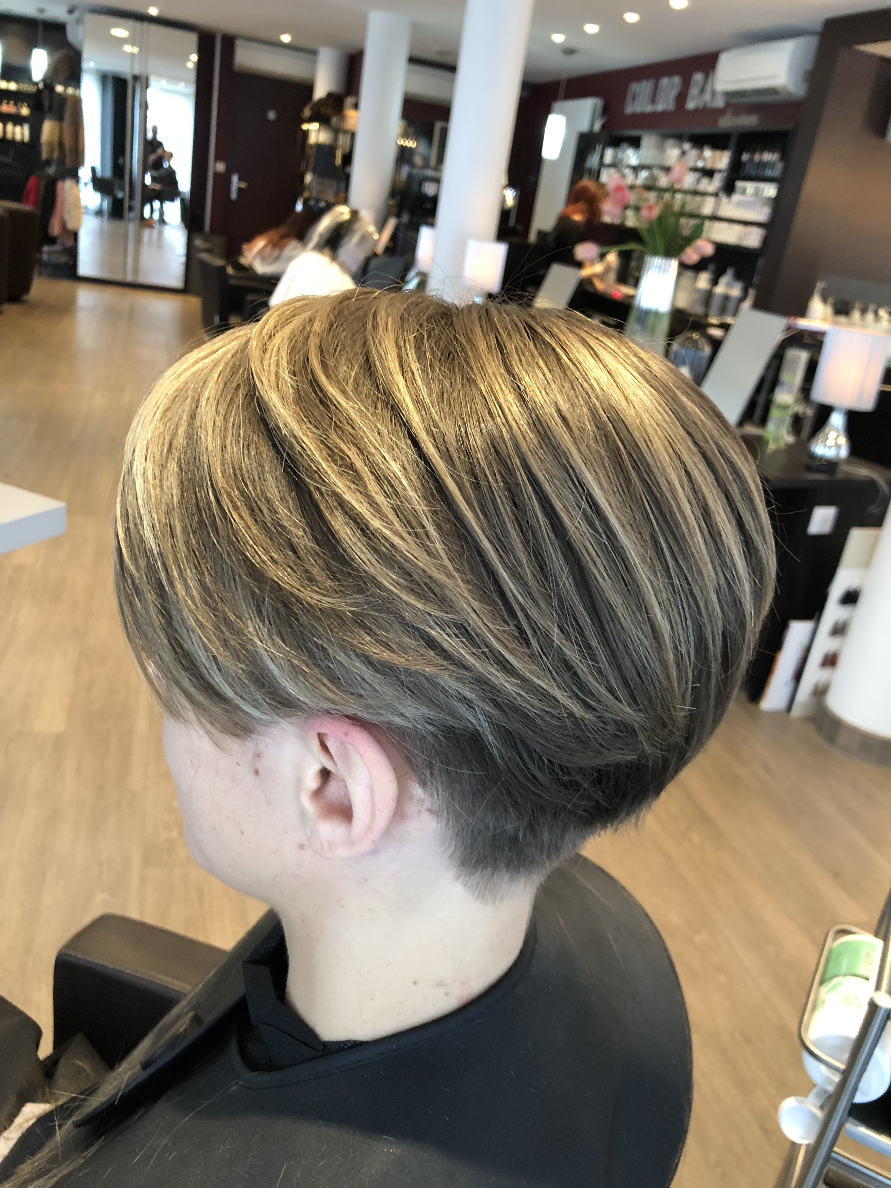 Bowl cut haircut men pin by nadège bousquet on i would like to have short hair