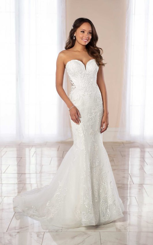 Simple And Glamorous Fit And Flare Wedding Gown Stella York Wedding Dresses Stella York Wedding Dress York Wedding Dress Sweetheart Wedding Dress