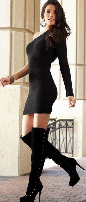 Vestido negro ajustado con botas