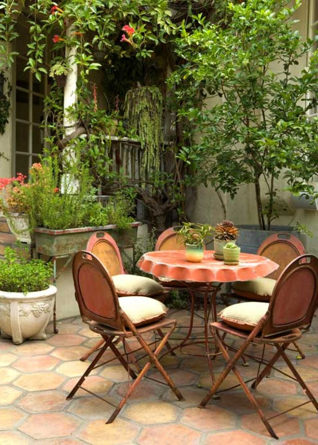 25 Great Ideas For Creating A Unique Outdoor Dining Outdoor Patio Decor Outdoor Eating Spaces Outdoor Dining Area