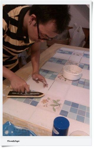 手作 鑲嵌磁磚原木餐桌 by 張拔拔 - DECOmyplace Projects