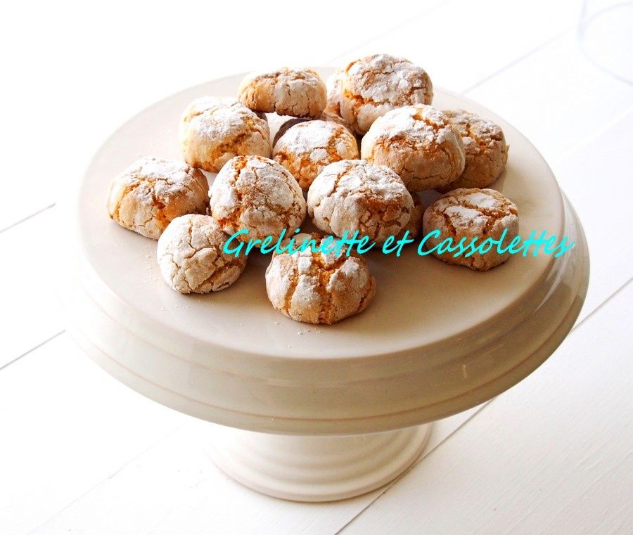 Ces petits biscuits italiens sont croustillants à l'extérieur et moelleux à l'intérieur. Ils sont à base d'amandes et sont vraiment délicieux. Ils se craquèlent à la cuisson et sont enrobés de sucre glace, c'est ce qui leur donne cette allure si caractéristique....