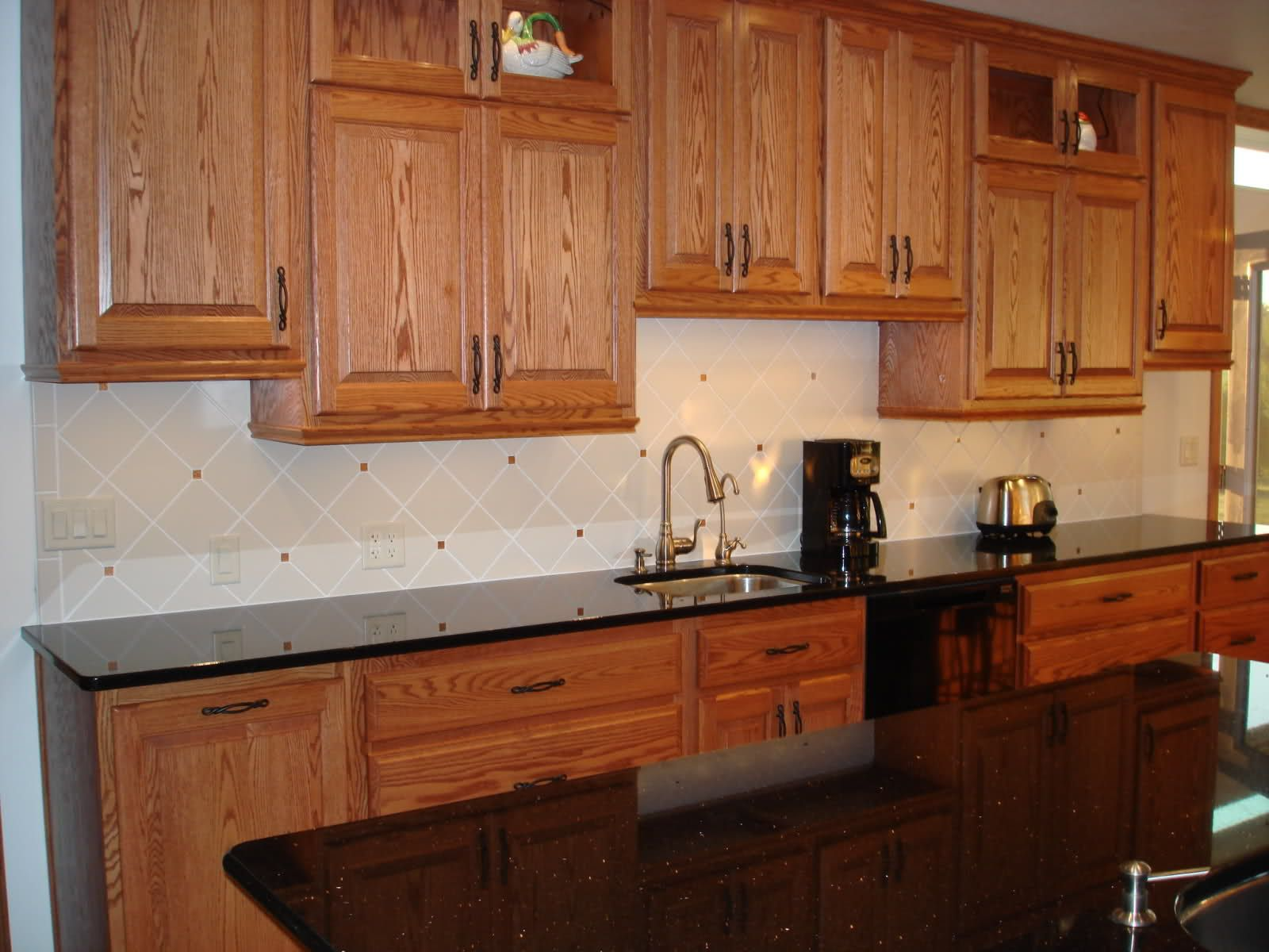 Backsplash pictures with oak cabinets and uba tuba granite for Kitchen counter cabinet